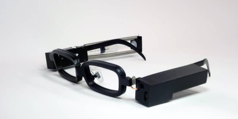 Японці створили окуляри для імітації плачу