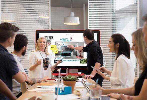 Створюйте безмежні концепції у команді, працюючи з мультифункціональною смарт-дошкою Jamboard