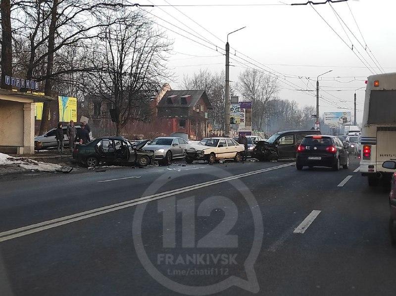 В'їзд у Франківськ зі сторони Львова заблокований – масова автотроща (ВІДЕО, ОНОВЛЕНО)