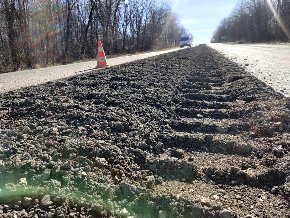 Стартував ремонт однієї з найдовших доріг на Франківщині (ФОТО)