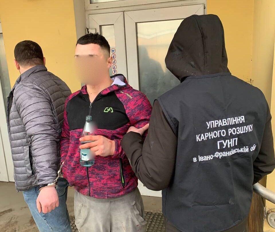 Подробиці ДТП у Рогатині: прикарпатські поліціянти затримали серійника, який обкрадав елітні автомобілі (ФОТО, ВІДЕО)