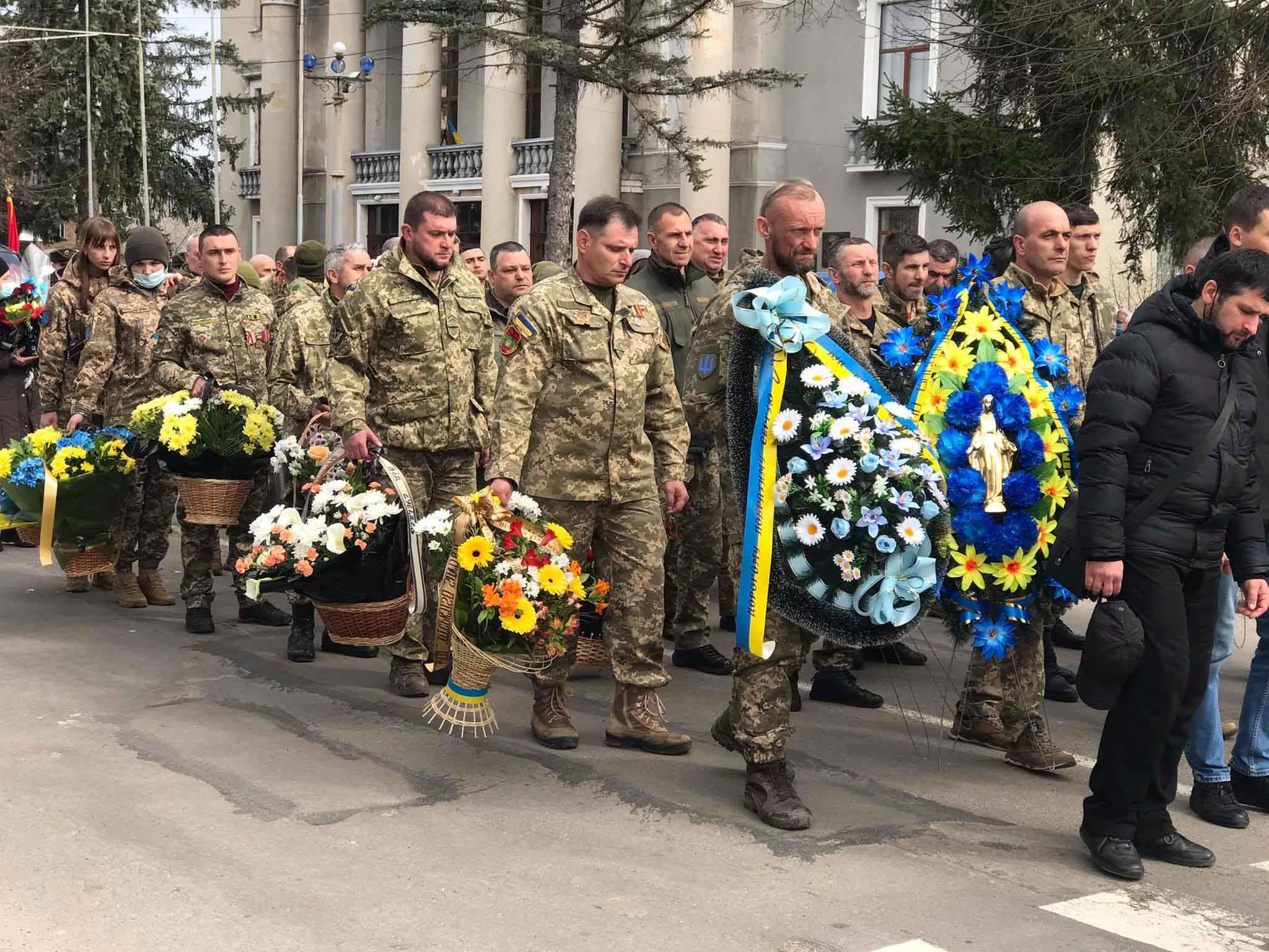 У Калуші прощаються з убитим під Горлівкою військовим (ФОТО)