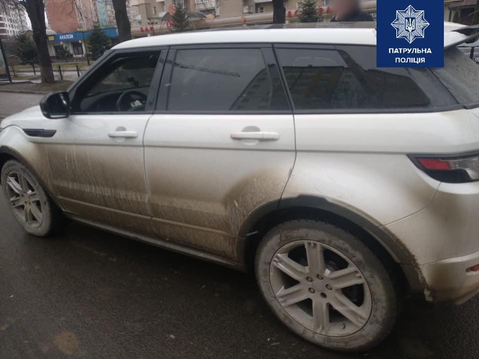 """У Франківську виявили двійник """"Range Rover"""" з Києва: його знайшли завдяки порушенням водія (ФОТО)"""