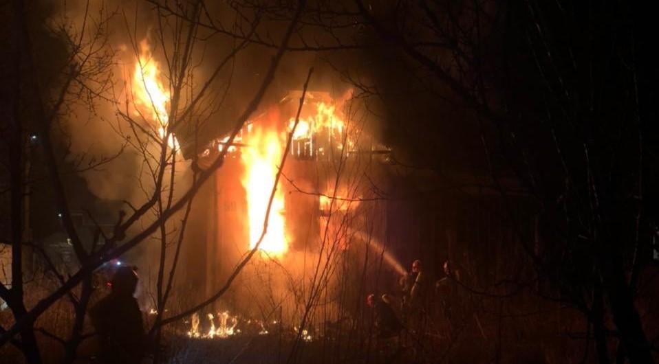 Вночі у Франківську палав будинок (ФОТО, ВІДЕО)