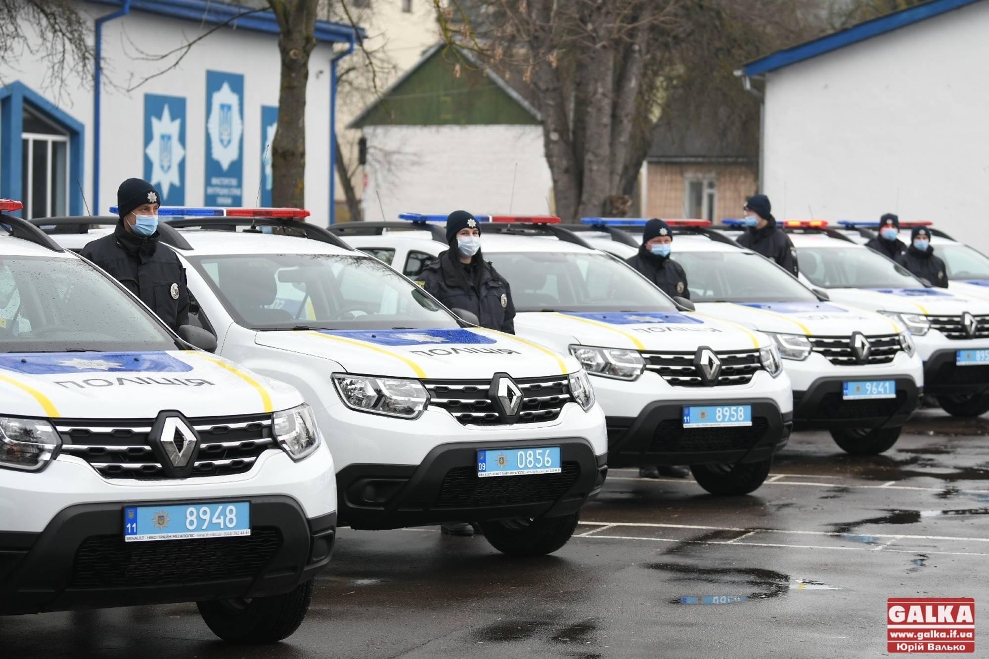 Універсальні поліцейські на нових машинах: на Франківщині запрацювали поліцейські офіцери громади (ФОТОРЕПОРТАЖ)