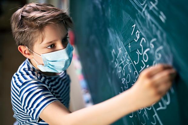 На Прикарпатті понад 80% персоналу вакциновані у 10% шкіл, але тенденція позитивна – голова ОДА
