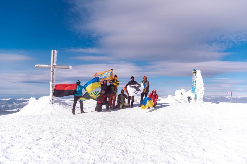 Педагоги-туристи Донеччини з прикарпатськими колегами піднялися на Говерлу (ФОТО)
