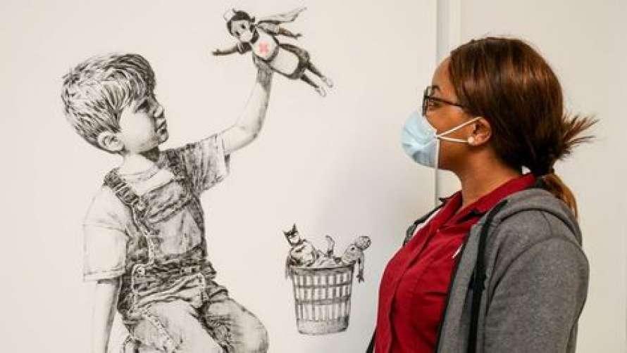 Легендарний вуличний художник Бенксі виставив на продаж свою картину, присвячену британським медикам
