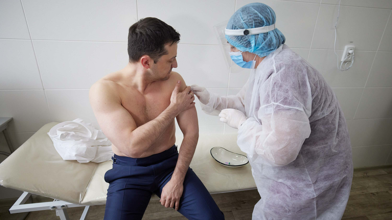 Зеленський зробив щеплення від коронавірусу (ФОТО)