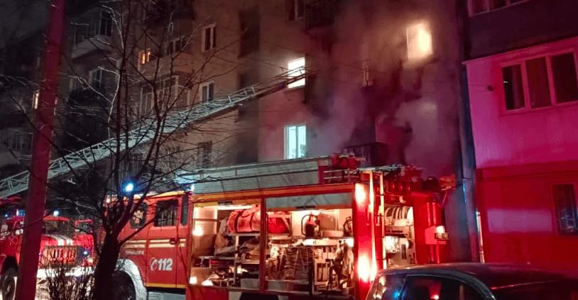 На світанку у Франківську горіла квартира. У вогні загинув чоловік (ФОТО)