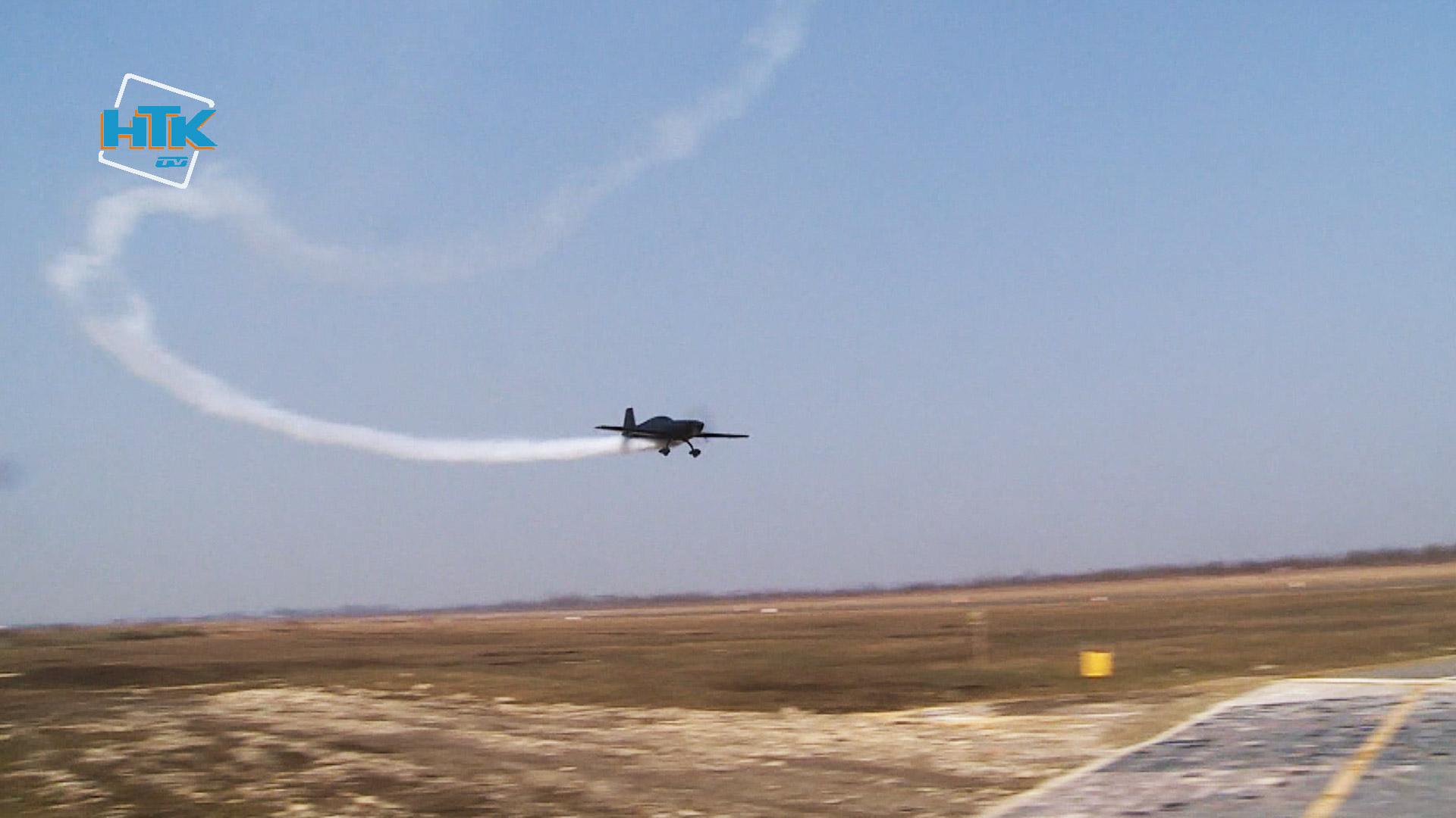 Чемпіон світу з вищого пілотажу влаштував повітряне шоу у Коломиї (ФОТО, ВІДЕО)