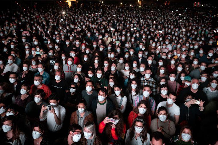 В Іспанії заради експерименту влаштували концерт на 5 тисяч людей. Перед тим усіх відвідувачів протестували на COVID-19 (ФОТО)