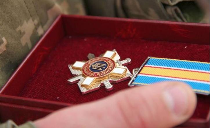 """Президент нагородив посмертно орденом """"За мужність"""" трьох прикарпатських добровольців"""