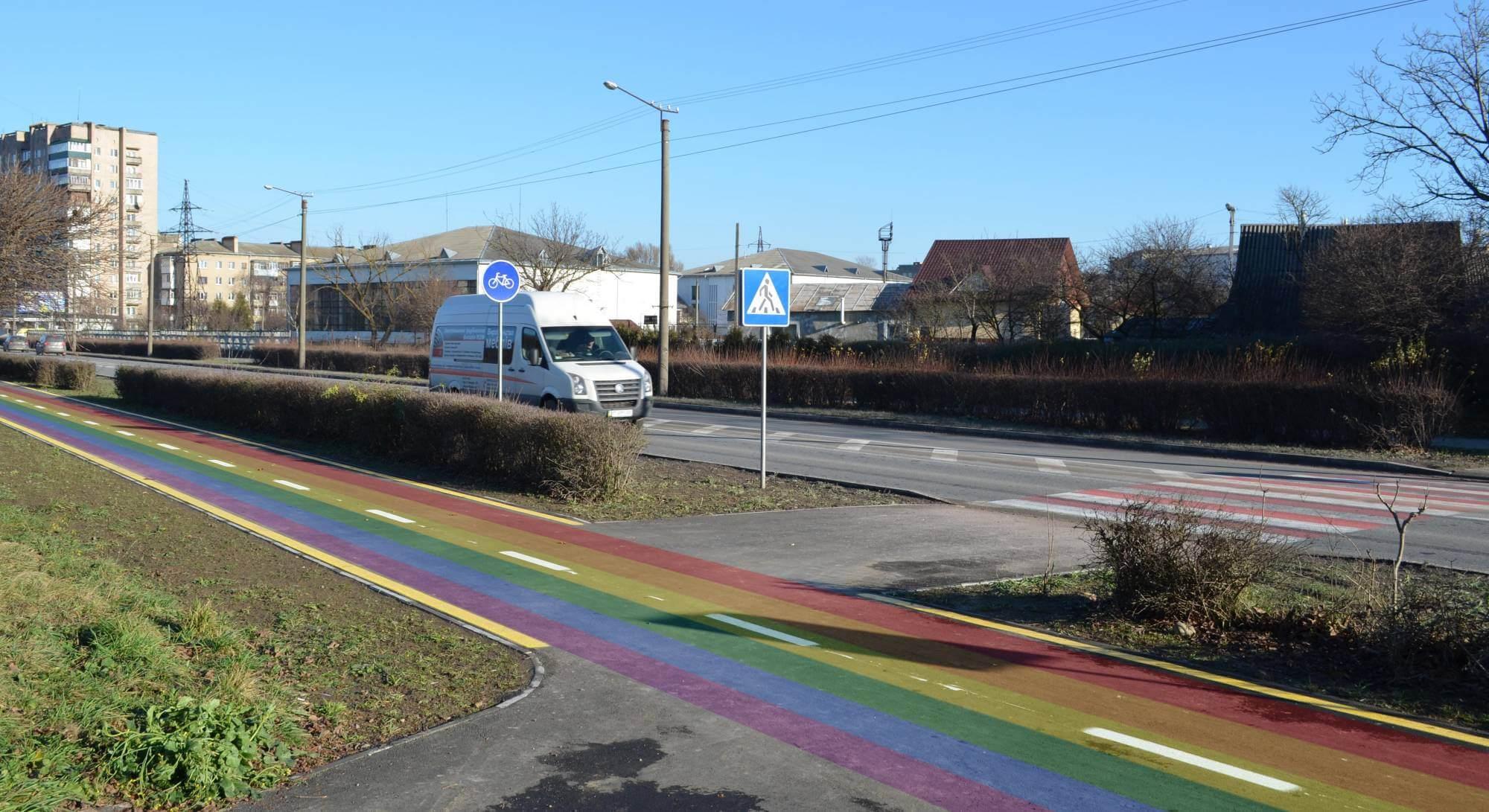 Для привернення уваги: у Франківську всі велодоріжки помалюють у кольори ЛГБТ