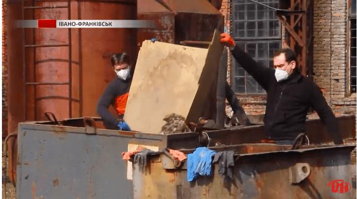 У Франківську волонтери провели весняну толоку для облаштування екопростору (ВІДЕО)