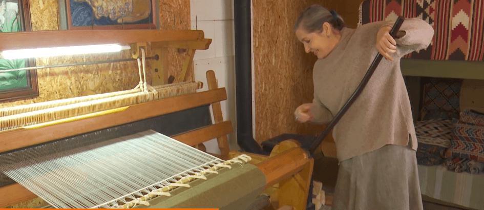 Майстриня зСімферополя відтворює традиції косівського килимарства на Прикарпатті (ВІДЕО)