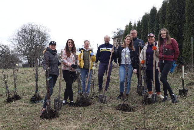 Майже 100 плодових дерев поповнили парафіяльний сад у Крилосі (ФОТО)