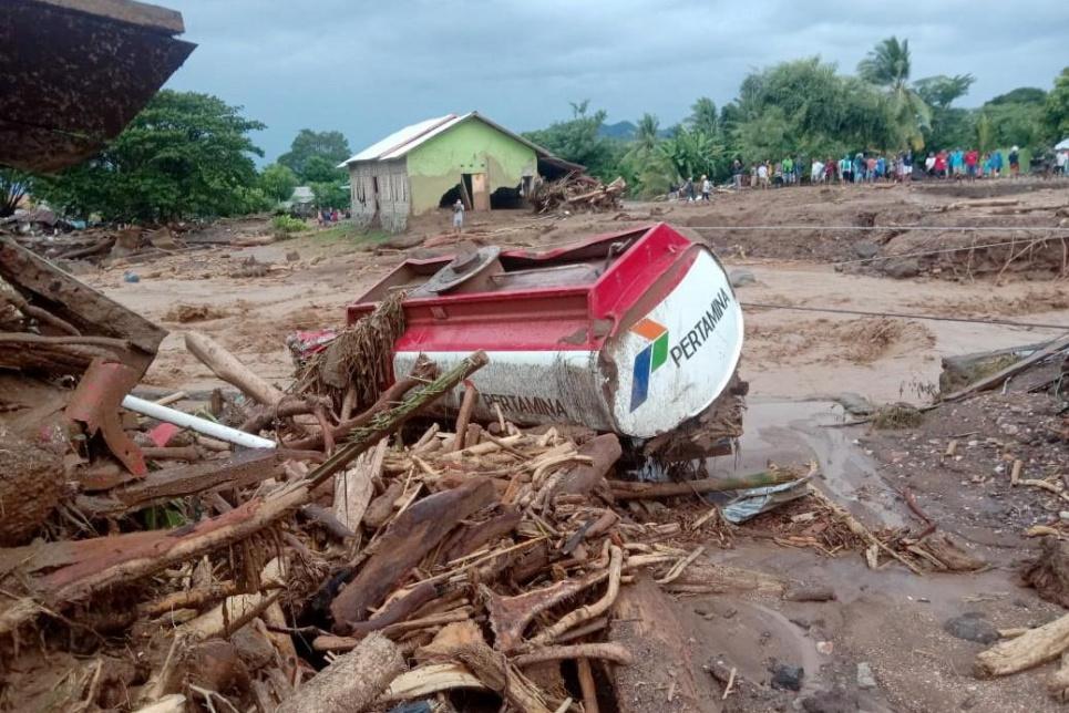 В Індонезії через зсуви та повінь загинуло понад 100 людей