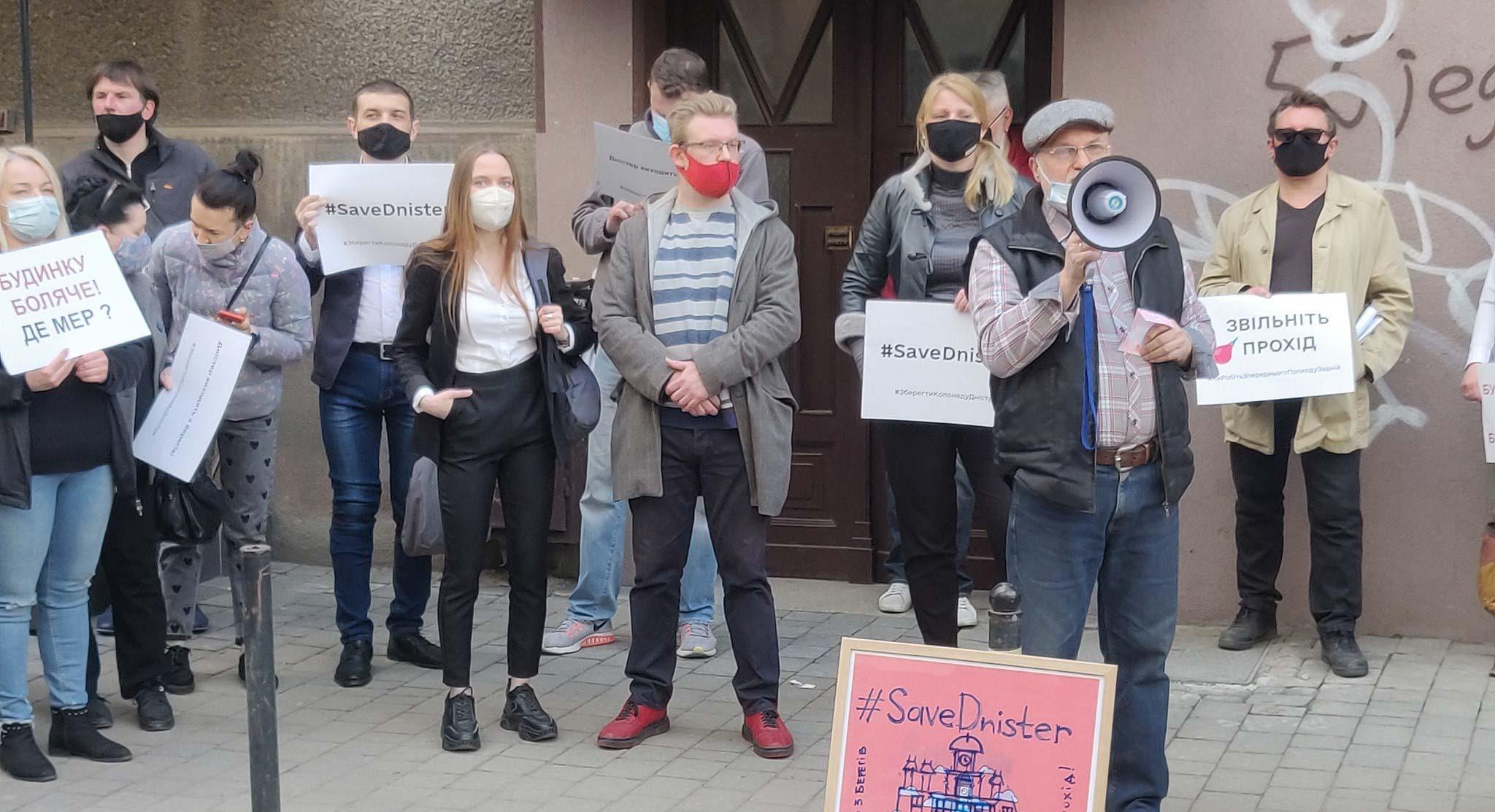 """Франківці висунули 12 вимог щодо скандальної реставрації """"Дністра"""""""