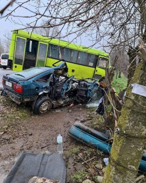 Під Калушем зіткнулися автобус та Опель Вектра – є травмовані (ФОТО)