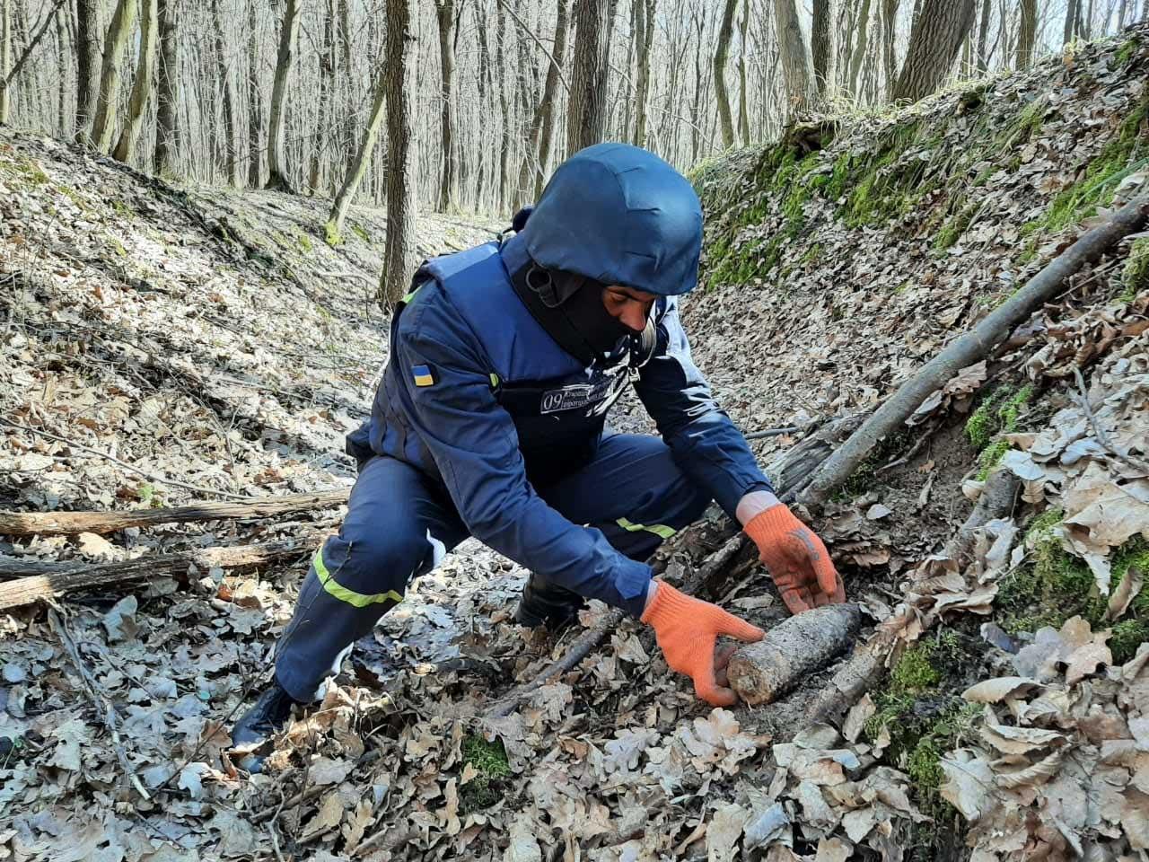 Два застарілих боєприпаси знайшли в Івано-Франківському районі (ФОТО)