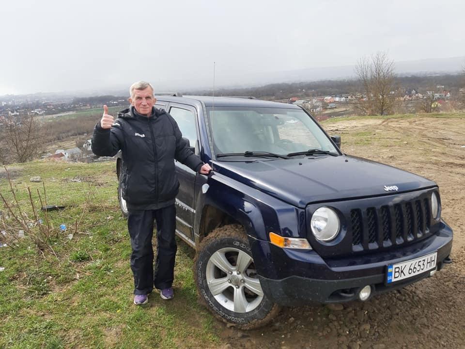 У Франківську тренеру з легкої атлетики успішний учень подарував автомобіль (ФОТО)
