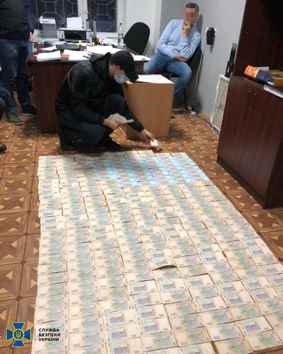 СБУ викрила кіберполіцейських на вимаганні 150 тисяч гривень хабара (ФОТО)