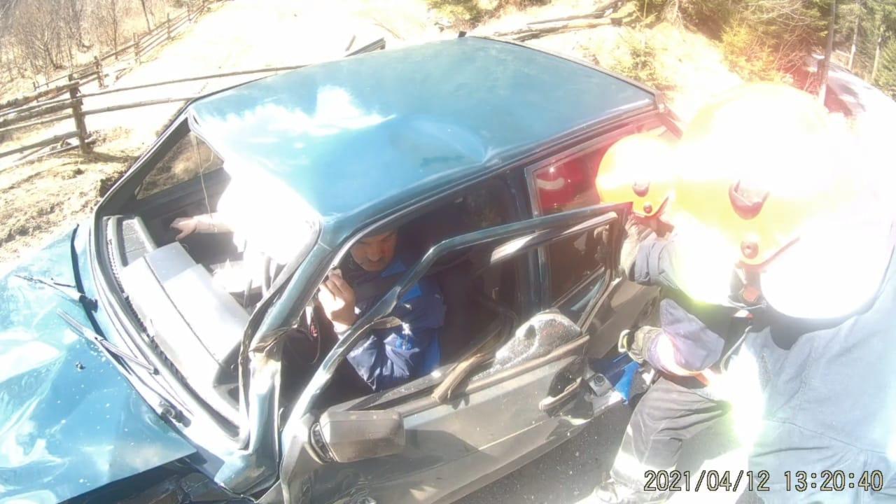 На Верховинщині зіткнулися вантажівка і легковик (ФОТО)