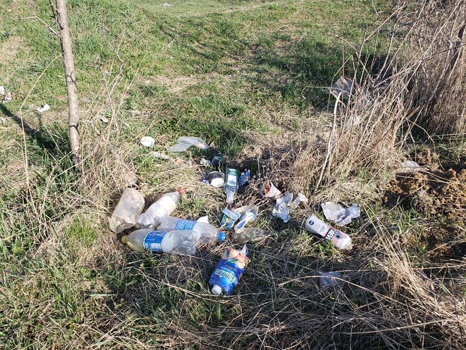 Європейський проєкт благоустрою на Вовчинецьких горах потопає в смітті франківців (ФОТО)