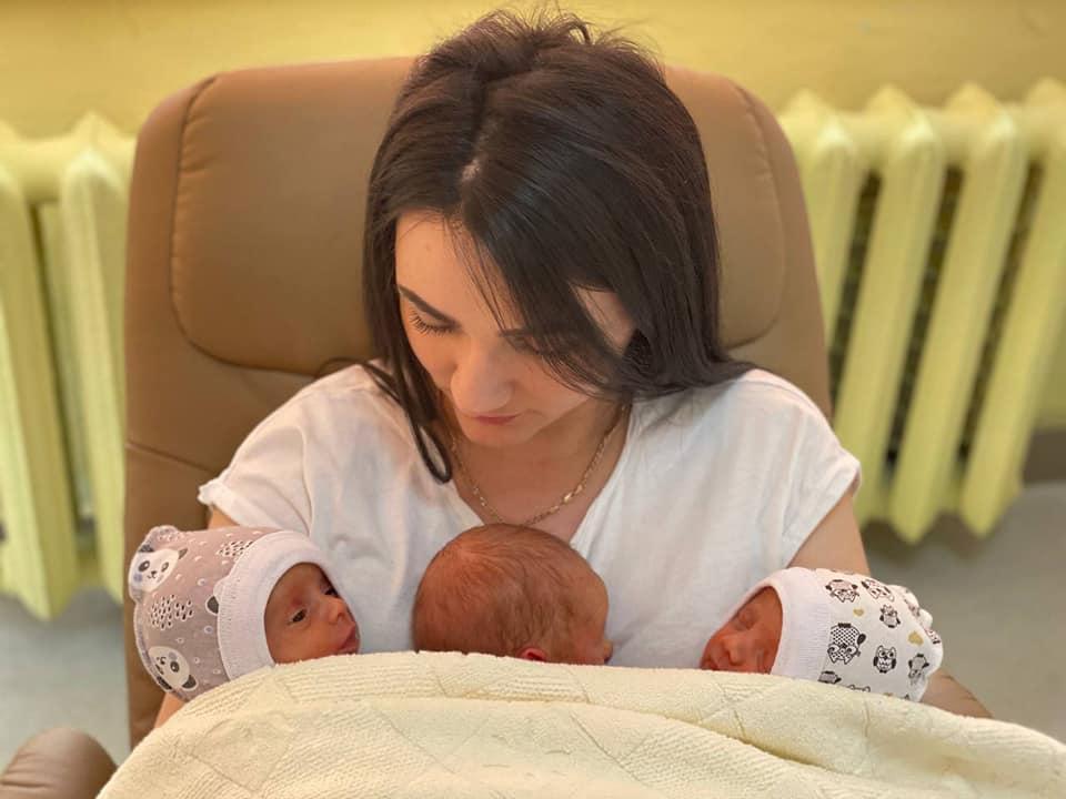 Артем, Вікторія і Соломія: у Франківську народилася трійня (ФОТО)
