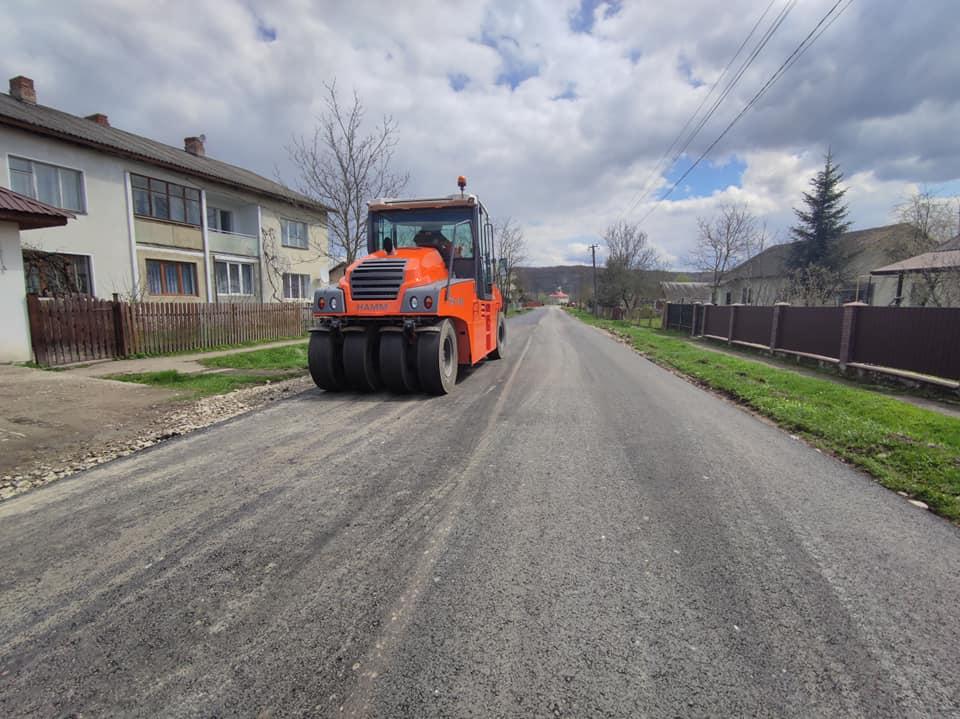 У Войнилівській територіальній громаді завершують ремонт проблемної дороги (ФОТО)