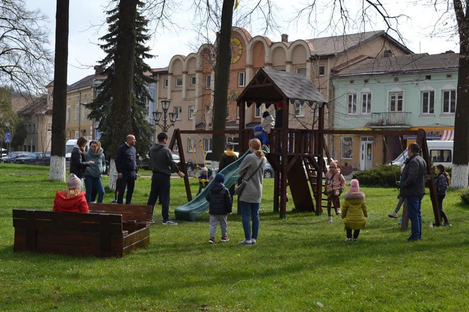 Дитячий майданчик облаштували у центрі Галича (ФОТО)