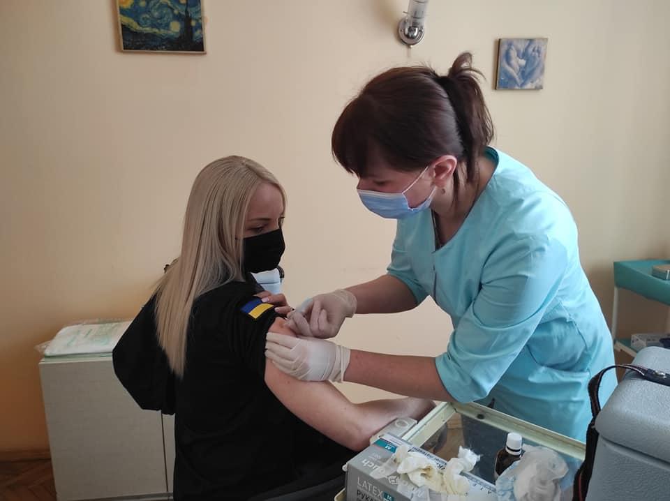 У Франківську вакцинували від коронавірусу 300 працівників ДСНС (ФОТО)