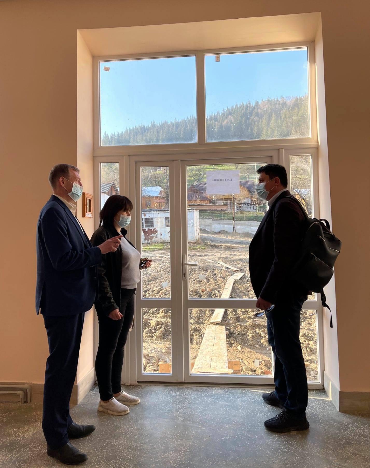 Бойчук оглянув будівництво школи у віддаленому гірському селі (ФОТО)