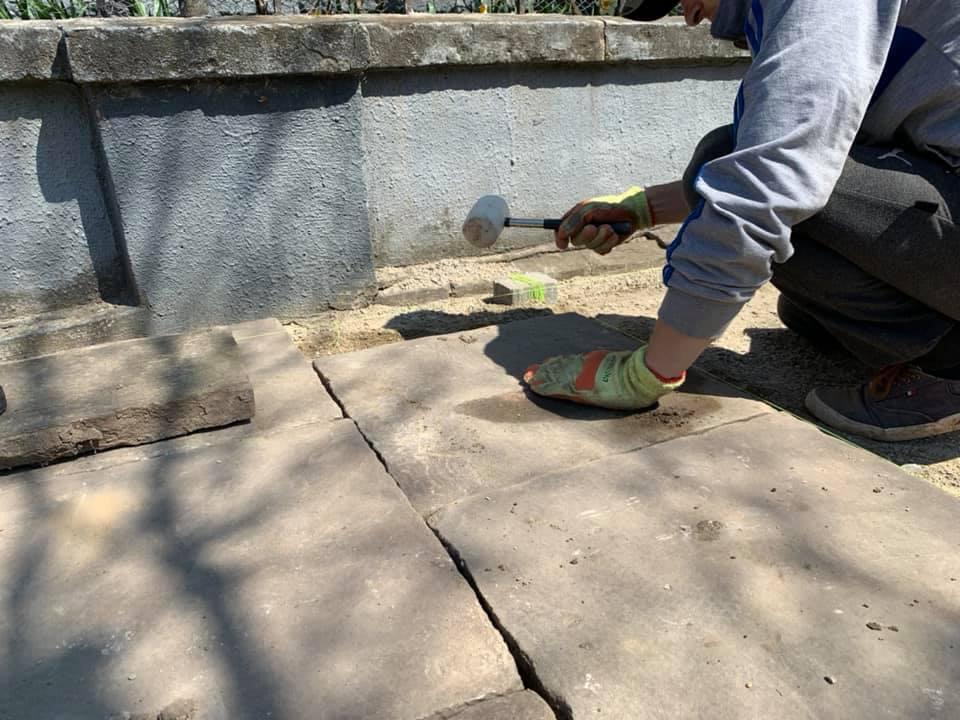 На вулиці Коперника триває ремонт – історичну плитку комбінують з бруківкою (ФОТО)