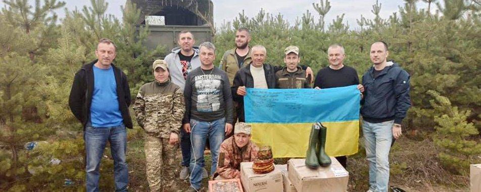 Прикарпатські волонтери будують на Донбасі каплички у гуцульському стилі (ФОТО)