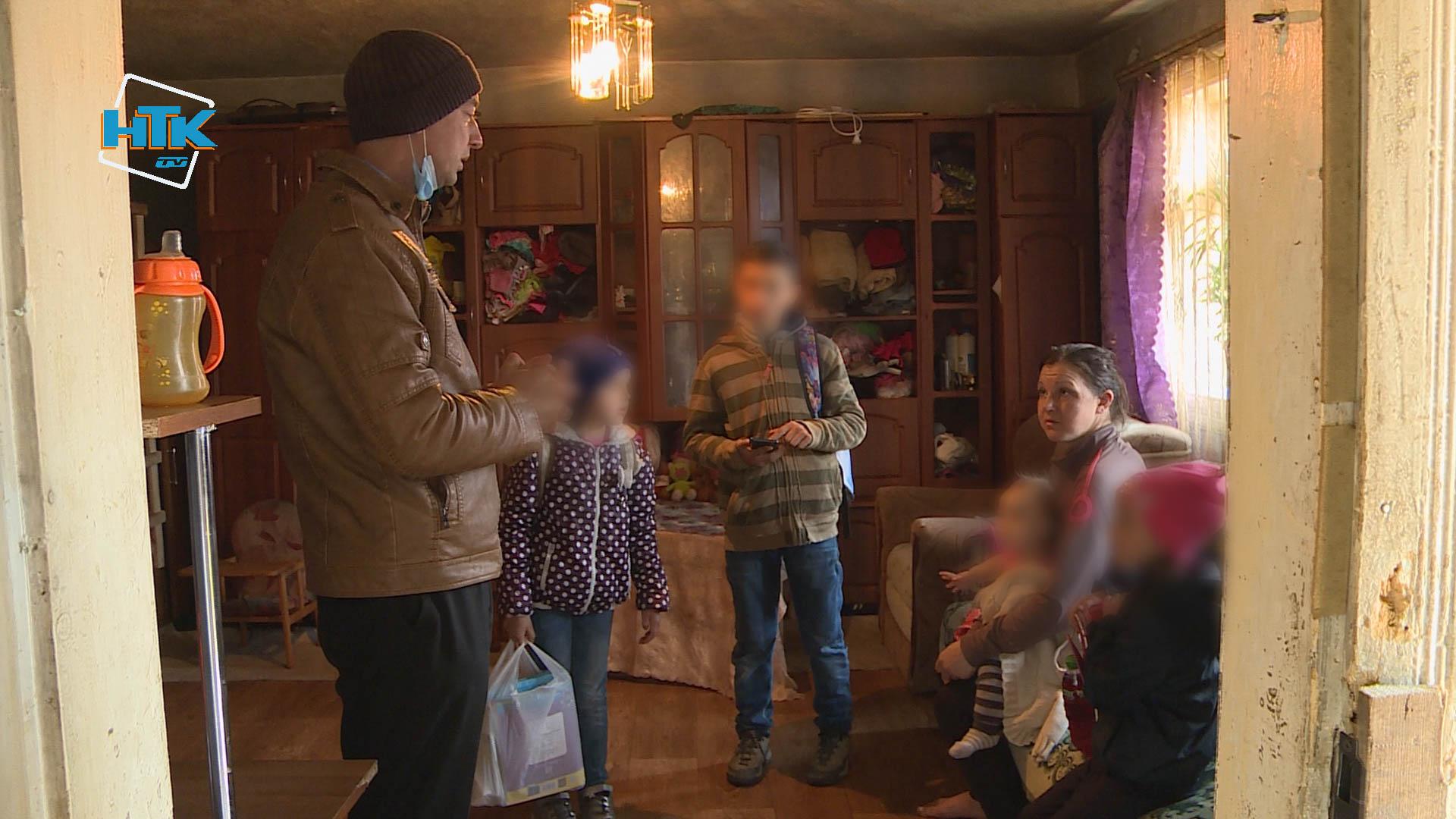 Алкоголь та бійки: чотирьох занедбаних дітей забрали від батьків на Коломийщині (ВІДЕО)
