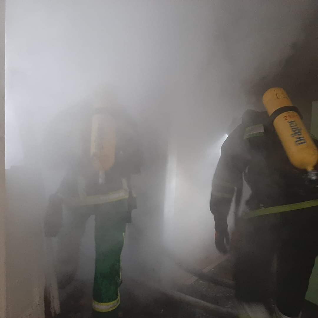 Масштабна пожежа у Долинській лікарні – евакуйовані пацієнти, на місці працюють 70 рятувальників (ФОТО, ВІДЕО)