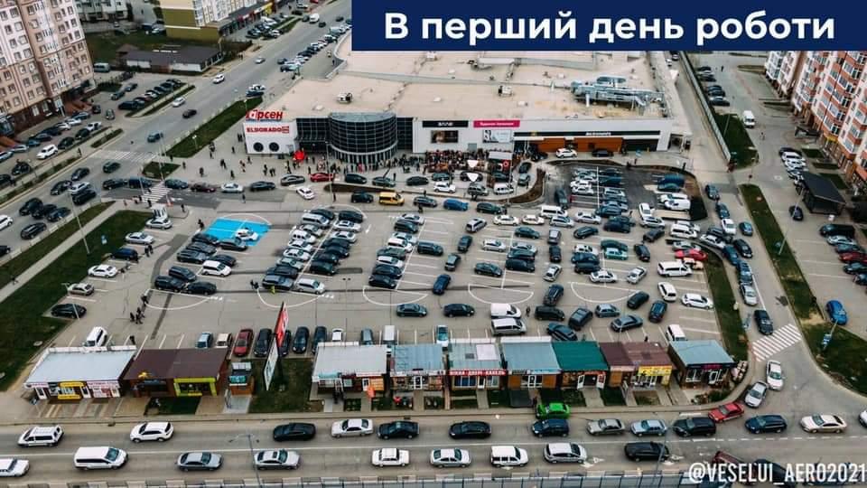 Поблизу McDonald's буде регулювальник, а клієнтам дозволять виїжджати з парковки на Миколайчука