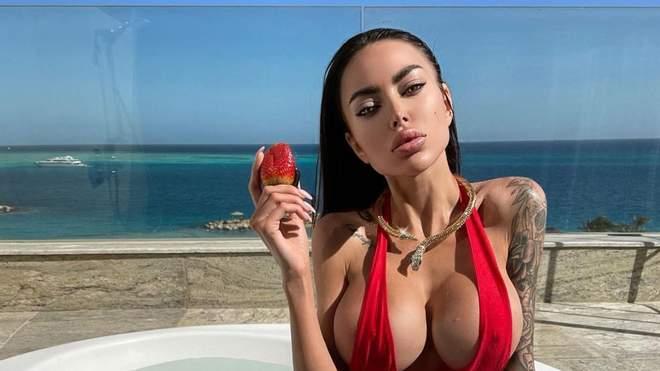 Українська Кім Кардашян показала голі груди користувачам мережі (ВІДВЕРТІ ФОТО)