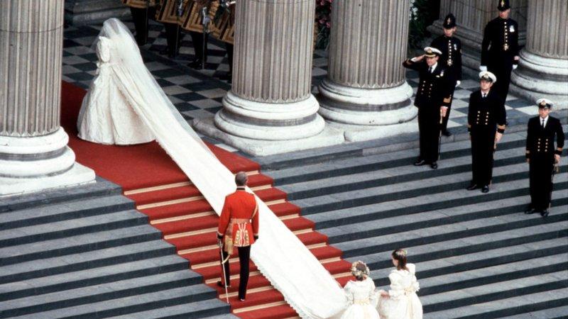 Весільну сукню принцеси Діани вперше за 25 років покажуть публіці