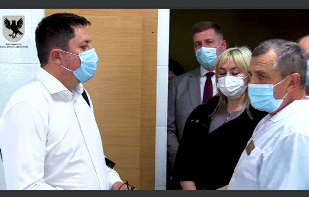 Велике будівництво в дії: у Калуші голова ОДА оглянув нове приймальне відділення лікарні (ВІДЕО)