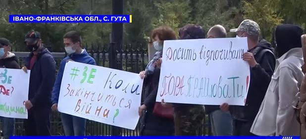 Зеленський на Прикарпатті святкуватиме Великдень – його чекали з плакатами (ФОТО)