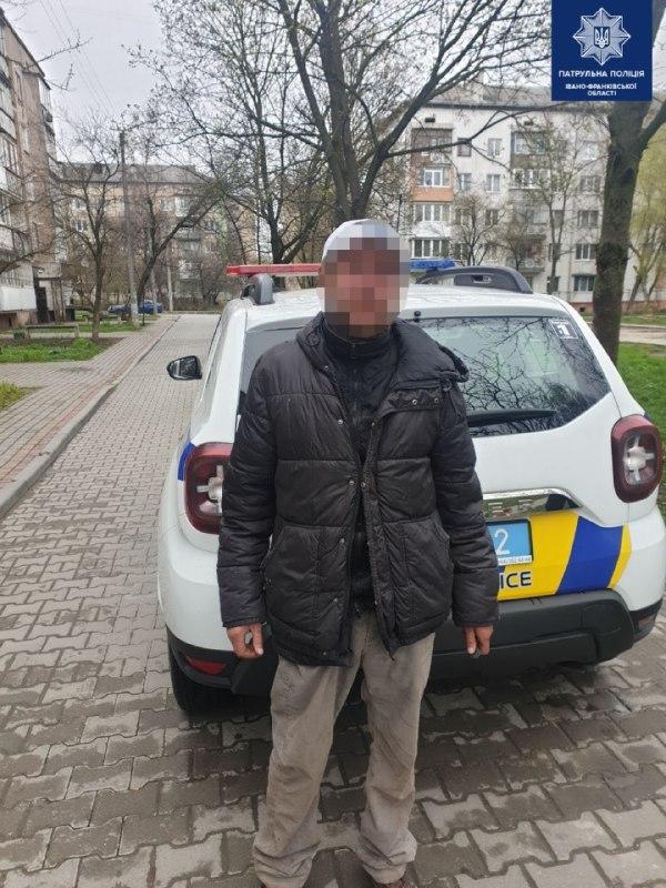 На Симоненка патрульні затримали підозрілого чоловіка – виявився злочинцем у розшуку (ФОТОФАКТ)