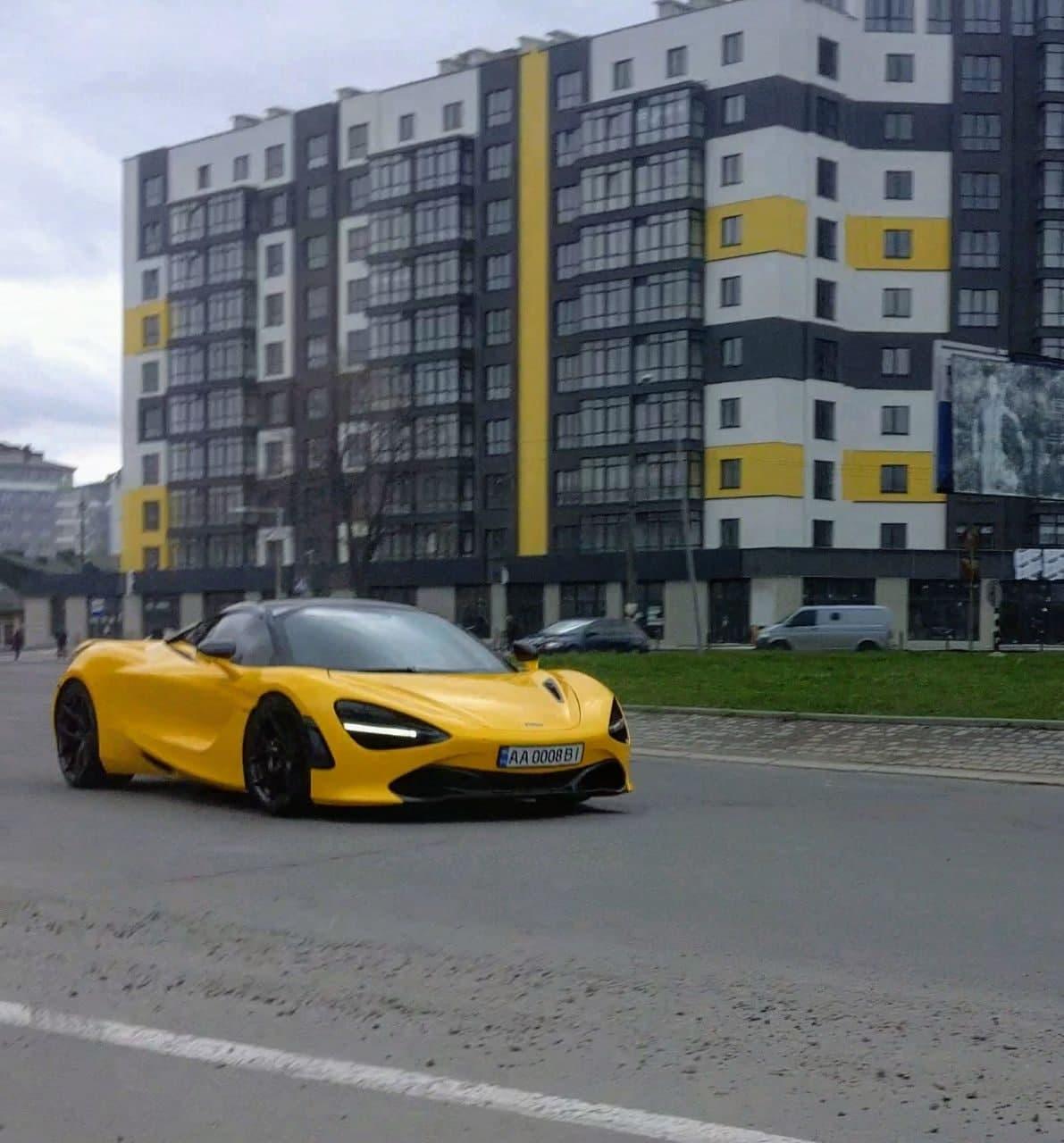 У Франківську з'явився елітний спорткар McLaren, водія вже оштрафували місцеві патрульні (ФОТО)