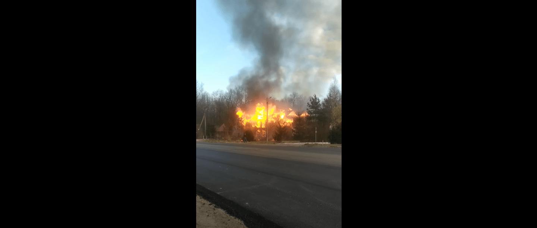На Калуському шосе палала будівля колиби (ВІДЕО, ОНОВЛЕНО)