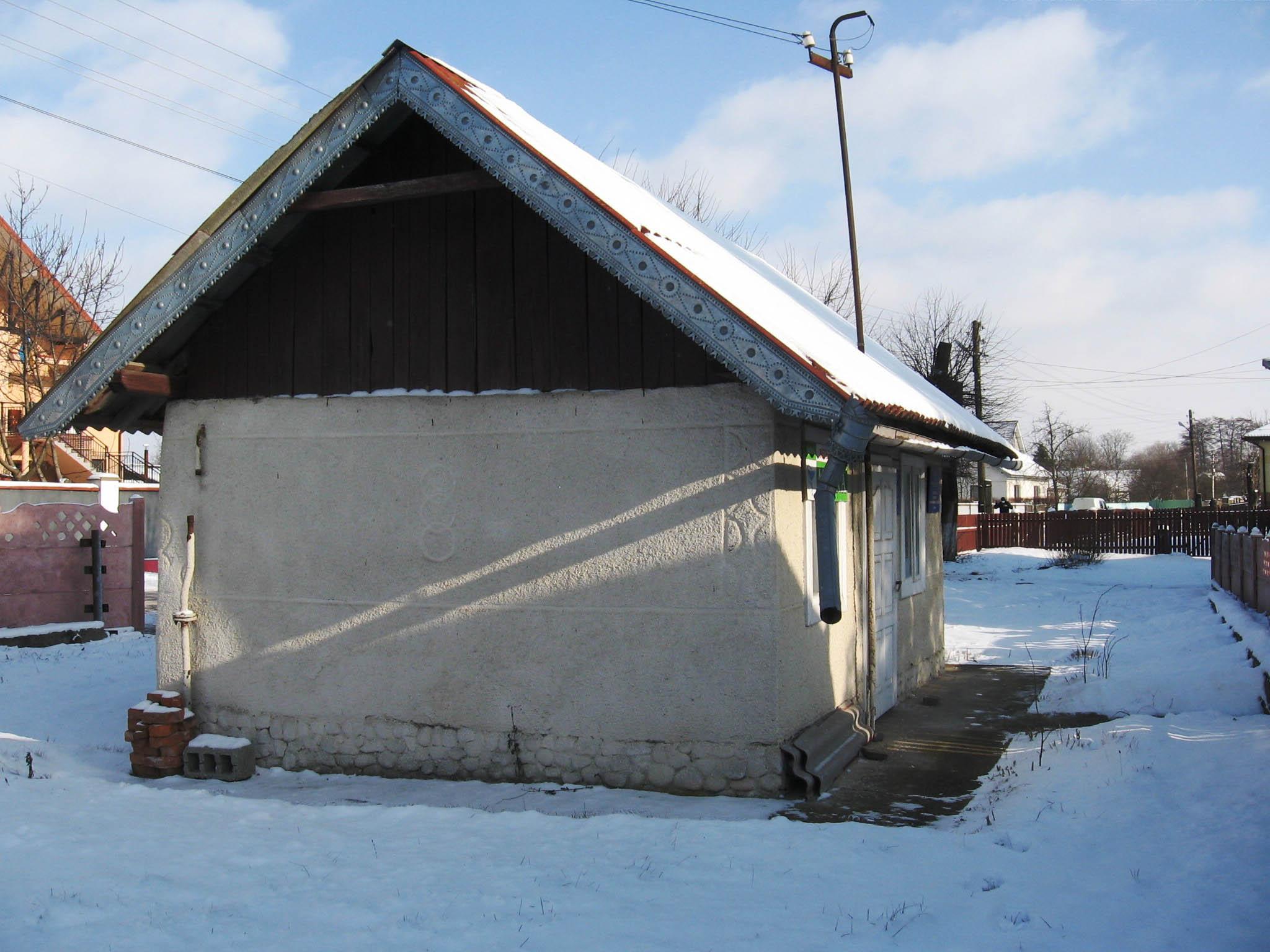 Франківське комунальне підприємство купило на аукціоні халабуду по 530 доларів за метр площі