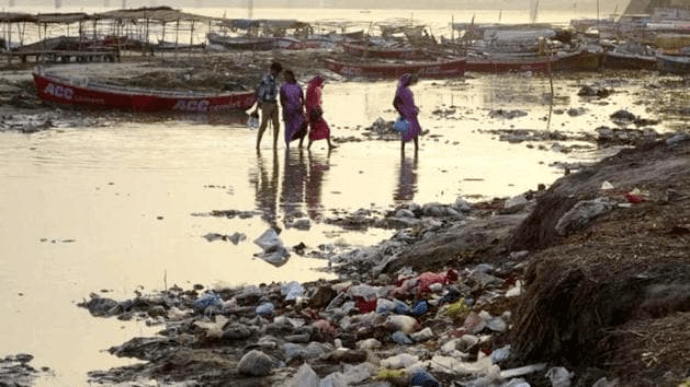 На берег Гангу в Індії вимило десятки людських тіл