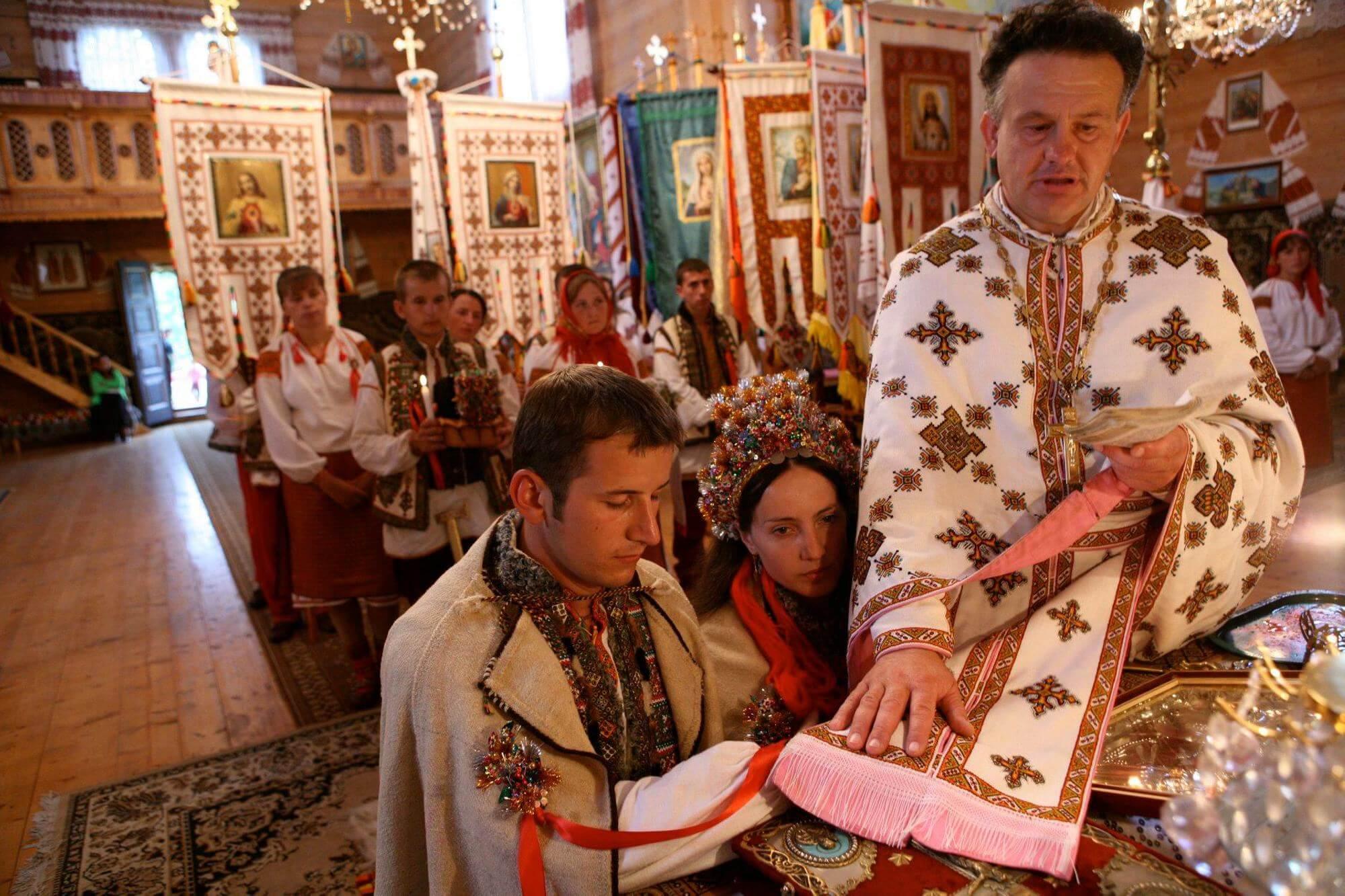 Без нареченої та нареченого: як виглядає традиційне гуцульське весілля (ФОТО, ВІДЕО)