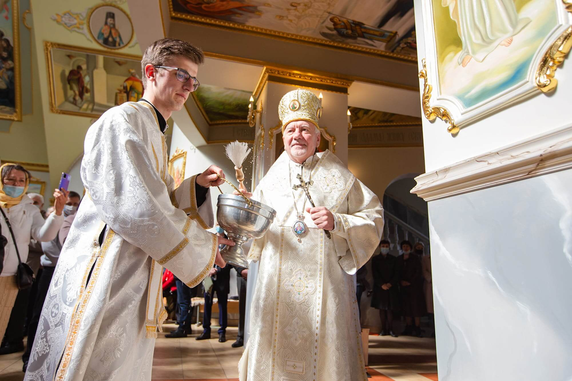 Митрополит Війтишин освятив нову хресну дорогу у франківському храмі (ФОТО)